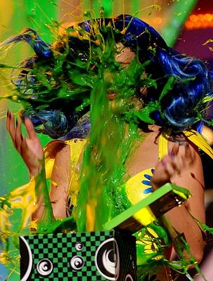 Katy Perry az arcába kapta a trutyit