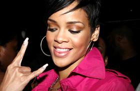 Bevállalta a képet! Így néz ki Rihanna smink nélkül!