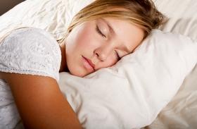 Zokniban aludni