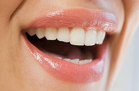 4 természetes gyógymód vérző íny és érzékeny fogak ellen