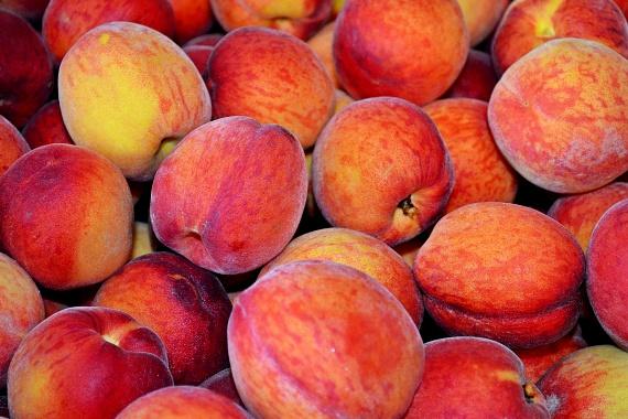 Az őszibarack, mely több helyen még szeptemberben is érik, de az biztos, hogy szinte mindenhol kapható, A- és C-vitaminban, valamint rostokban is kiemelkedően gazdag, emellett jó B3-, E-vitamin, kálium-, K-vitamin, mangán- és rézforrás. Továbbá antioxidáns karotinoid- és flavonoidtartalma is magas, a Journal of Agricultural and Food Chemistry című folyóirat 2009-ben közölt cikke szerint pedig az őszibarack-kivonat hatékonyan gátolhatja az emberi mellráksejtek fejlődését is.