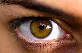 Ezért látsz úszkáló foltokat a szemed előtt - Mikor kell megijedned?