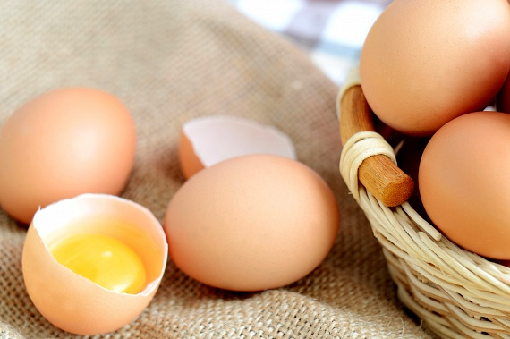Szervezeted D-vitamin-ellátását tojás fogyasztásával is elősegítheted, amelyben előbbi mellett számos ásványi anyag, illetve A-, B- és E-vitamin is nagyobb mennyiségben található.