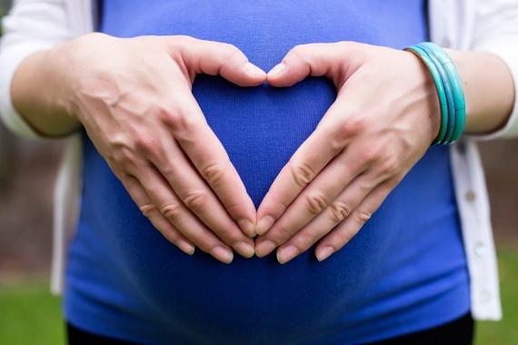 Ellenjavallatok!Bármilyen hatékony is, a petrezselyem fogyasztásának vannak ellenjavallatai is, terhesség alatt például nem szabad jelentősebb mennyiségben fogyasztani, ugyanis vetélést okozhat, emellett vigyázni kell akkor is, ha gyomorfekélyed van, a bőröd érzékeny a napfényre, vagy szív-, illetve vesebetegség okozta ödémától szenvedsz. Mielőtt gyógyászati célokra alkalmaznád a petrezselymet, kérd ki orvosod véleményét, a különféle készítményekkel kapcsolatban pedig informálódj a gyógynövényszaküzletekben.
