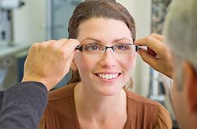 Romlik a szemed a monitortól? - Így javítsd meg műtét nélkül!