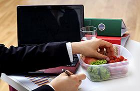 Ebéd időpontjának hatása az elhízásra