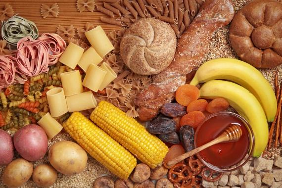 Ismerd meg, milyen ételek okoznak nagy kilengéseket a vércukorszintedben. Ennek ingadozása ugyanis jelentősen befolyásolja a hangulatodat, és az étvágyadat is növeli. A gyors felszívódású szénhidrátok, például cukrok fogyasztását minimalizáld, és ahol csak lehet, cseréld őket lassú felszívódásúakra, vagy vidd be őket sok-sok rosttal.