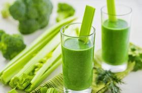 Fogyasztó zöld turmixok