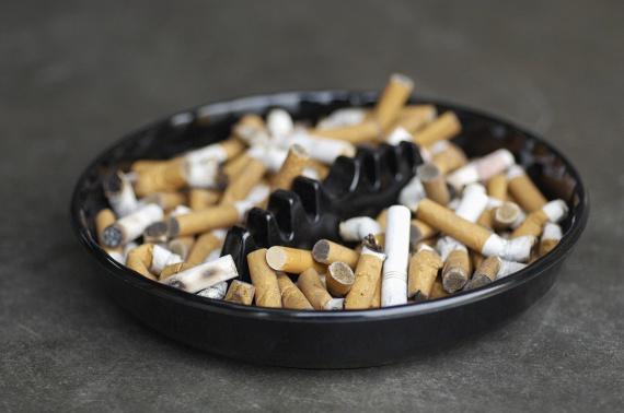 A dohányzásról való leszokás az egyik legjobb dolog, amit tehetsz az egészségedért, közvetlenül az után, hogy sohasem kezdesz el cigizni. A cigi lerakása sajnos általában hízással jár, ám nem túlzottal sokkal. A frissen leszokott dohányosok többnyire az első hetekben éhesebbnek érzik magukat, és igyekeznek nassolással pótolni a cigarettát, így egy gyorsan felszedett öt kiló normálisnak tekinthető ebben az időszakban.