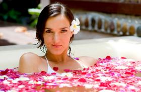 Selymes bőr és 1 kiló mínusz hétfőre: így készítsd el a méregtelenítő fürdőt