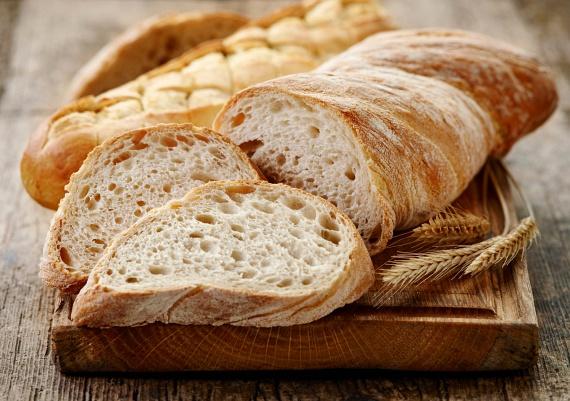 A búzából készült élelmiszerek, vagyis a tészták, a kenyérfélék is gyakran állnak a puffadás hátterében. Ezeket próbáld kerülni, abban az esetben, ha beigazolódott a gluténérzékenység, és részesítsd előnyben a rozslisztből készült gluténmentes pékárukat, köretként pedig a rizst, kölest, hajdinát, burgonyát, párolt zöldségeket, rizstésztát a búzaliszttel készült tészta helyett.