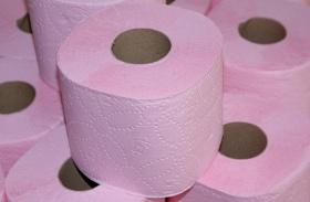 WC-papírral tornázik a fitneszguru