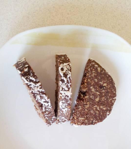 Diós-csokis kókusztekercs