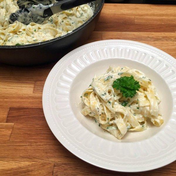 Krémesen lágy sajtos tészta