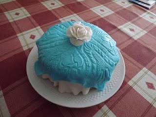 Terítős torta rózsával