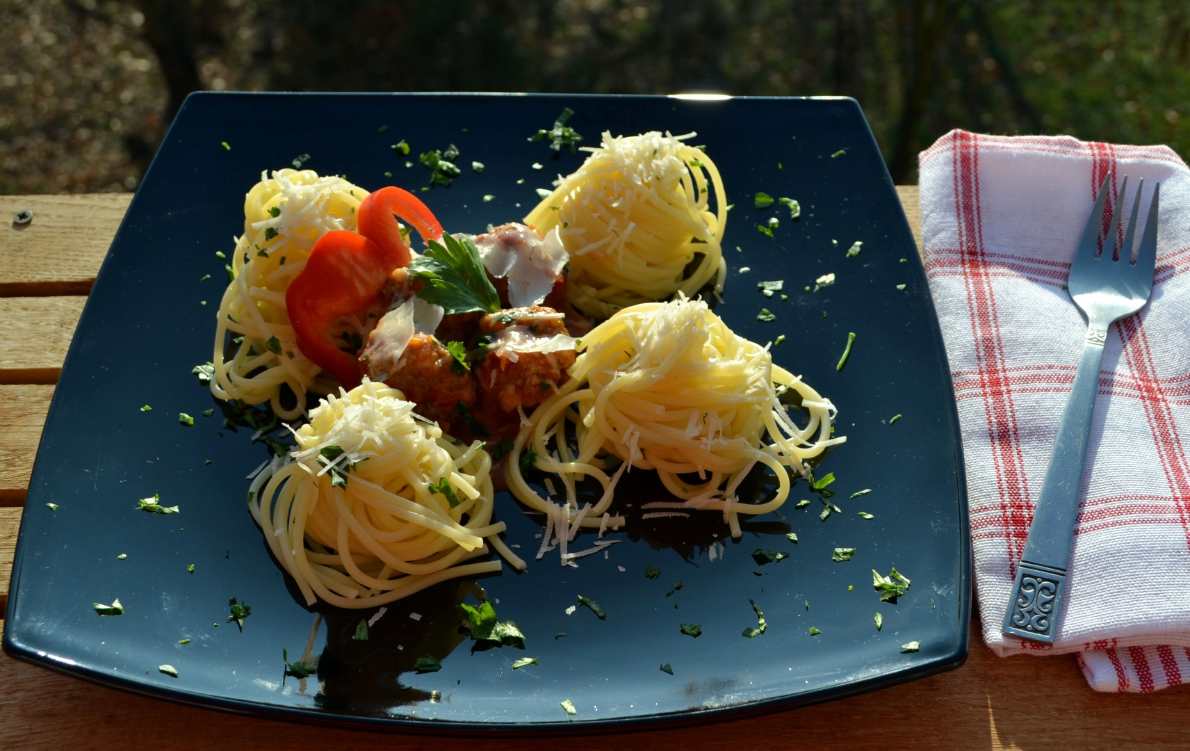 Húsgolyó spagettivel