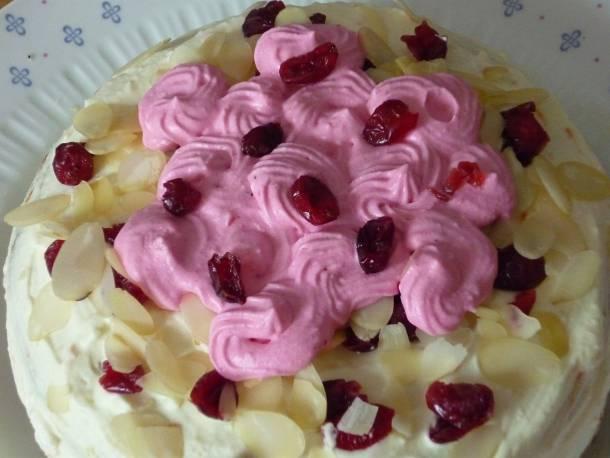Mascapone torta aszalt áfonyával mákos piskótával
