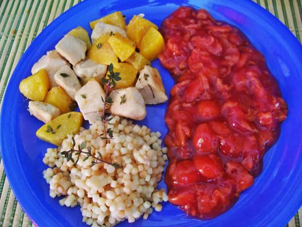 Ízletes csirkemell cseresznyeszósszal és tarhonyával