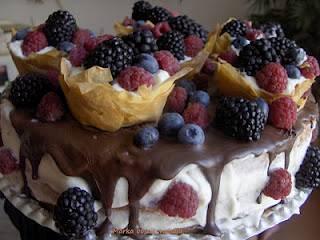 Erdei gyümölcsös mascarpone torta