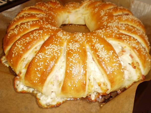 Mediterrán baconos-sajtos kalács