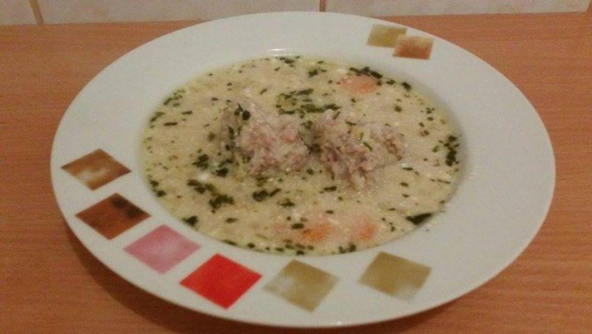 Tárkonyos húsgombóc leves