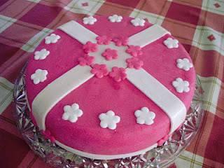 Fondantos-virágos torta