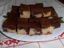 Kétszínű kavart meggyes süti