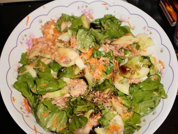 Tonhalas vegyes saláta