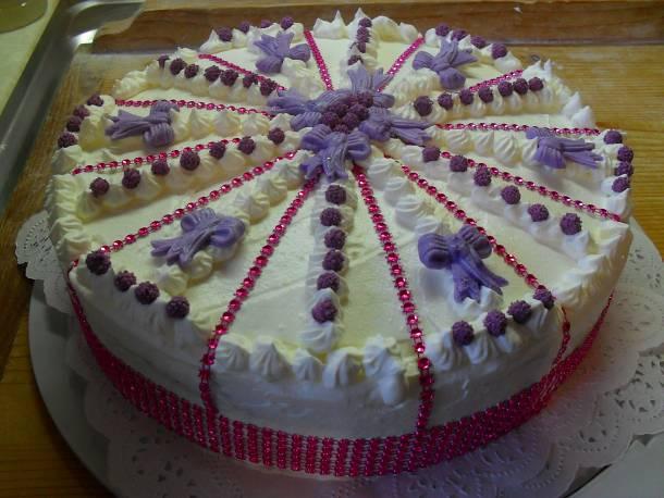 Ünnepi kinder bueno torta