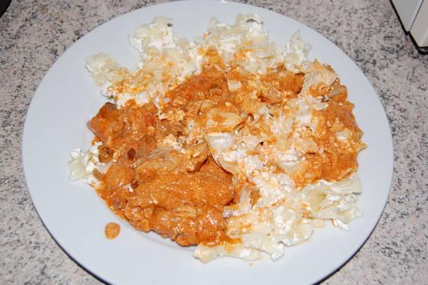 Paprikás csirke túrós tésztával