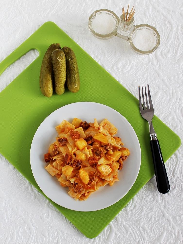 Kolbászos-krumplis tészta