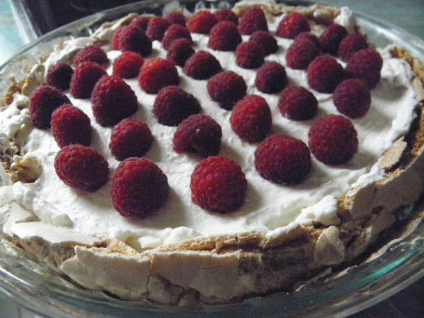Málnás Pavlova-torta