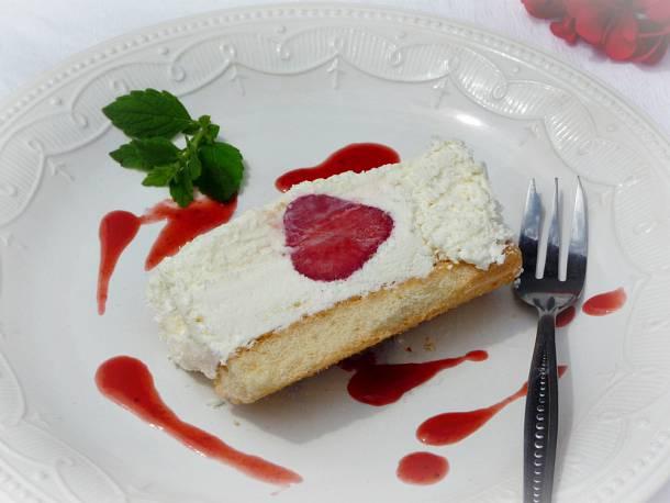 Fehér csokoládés-epres marquise