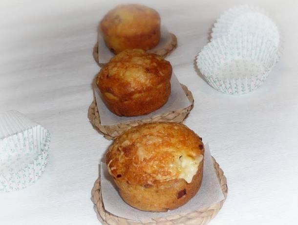 Sajtos-baconös muffin
