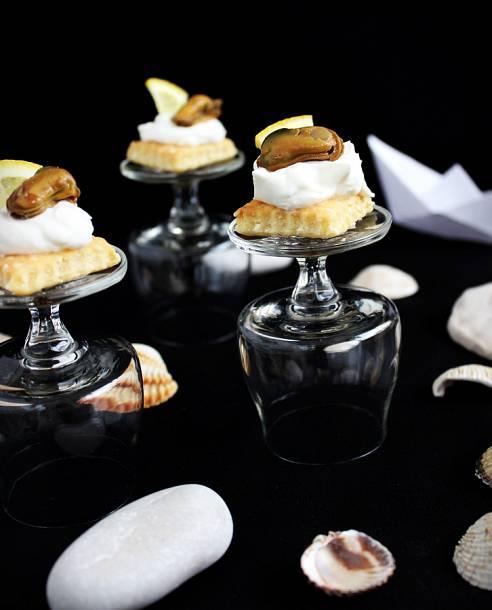 Füstölt kékkagyló mascarponekrémmel és sós keksszel