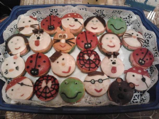 Szivárvány muffin marcipánnal