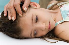 Fejfájás, hideg végtagok, merev nyak - Az agyhártyagyulladás tünetei és kezelése