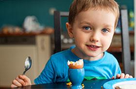 Gyerek reggelizés