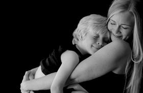 Kisgyerek szoptatása fotósorozat