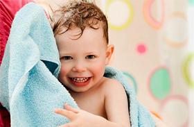 Mi lesz, ha a gyerek nem fürdik minden nap? A szakértő válaszol