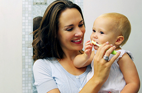 Mikortól mossuk a baba fogát?
