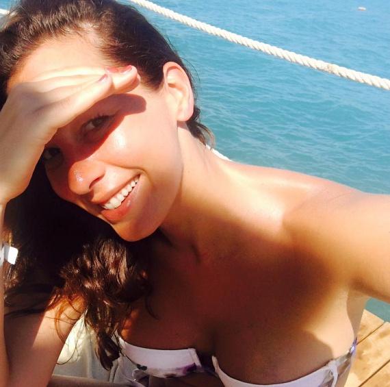 Demcsák Zsuzsa még júliusban, törökországi családi nyaralásáról posztolta ezt a merész, bikinis fotót. A rajongók megjegyezték, hihetetlen, hogy így néz ki valaki 38 évesen, két gyerek után.
