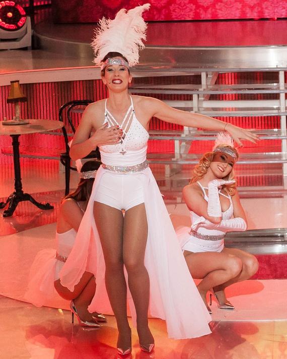 A műsorvezető eleinte aggódott, hogy túl keveset takaró ruhát adnak rá: a végeredményben aztán nagyon felszabadultan állt színpadra.