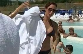 Demcsák zsuzsa bikiniben Mokka