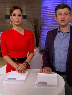 A két műsorvezető a kamerák előtt