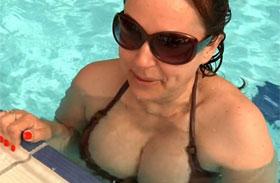 Erdélyi Mónika dekoltázsa bikini