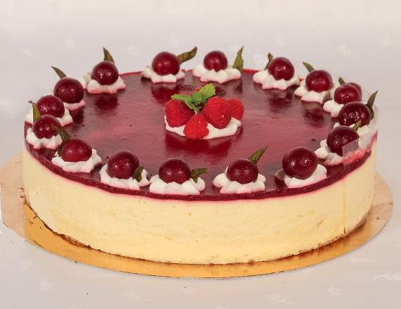 Meggyes-málnás torta.