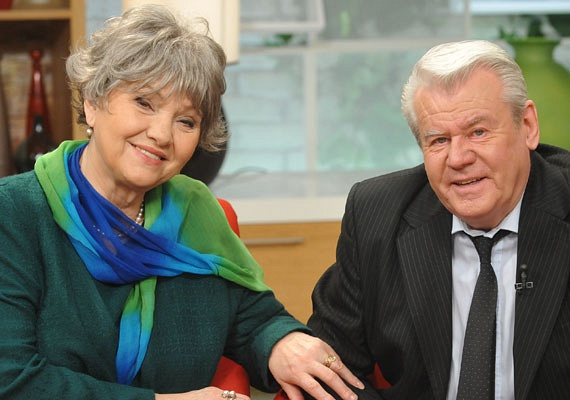 Pécsi Ildikóba akkor szeretett bele Szűcs Lajos olimpiai bajnok labdarúgó, amikor meglátta őt Az aranyember című filmben. Éveken keresztül kitartóan harcolt a színésznő kezéért, amit végül 1969-ben, 47 évvel ezelőtt el is nyert.