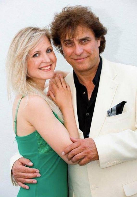Gergely Róbert színész-énekes ma is nagyon sármos, nem szembetűnő, hogy felesége 24 évvel fiatalabb nála.