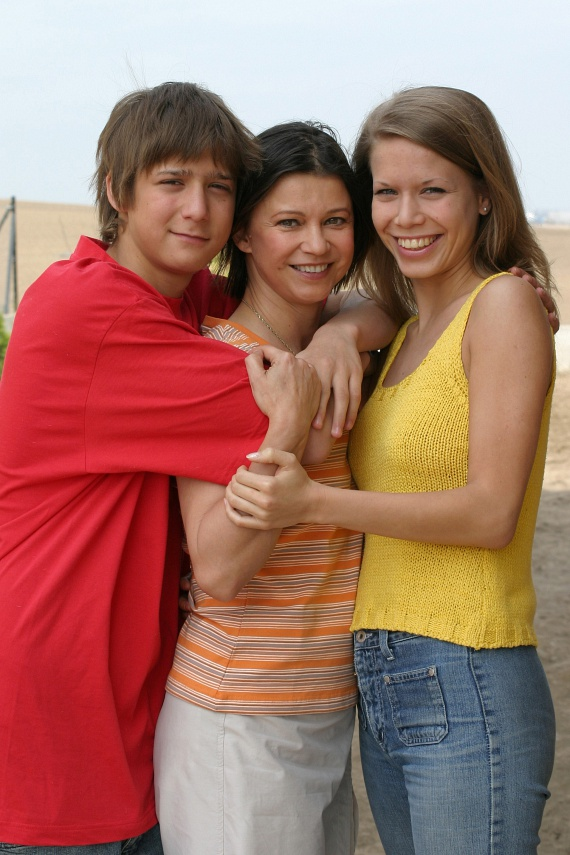 Görbe Nóra kétszer ment férjhez. Gát György producertől két gyermeke született, 1983-ban Anna lánya, 1989-ben pedig Márton fia. 2006 óta férje dr. Ormos Péter.